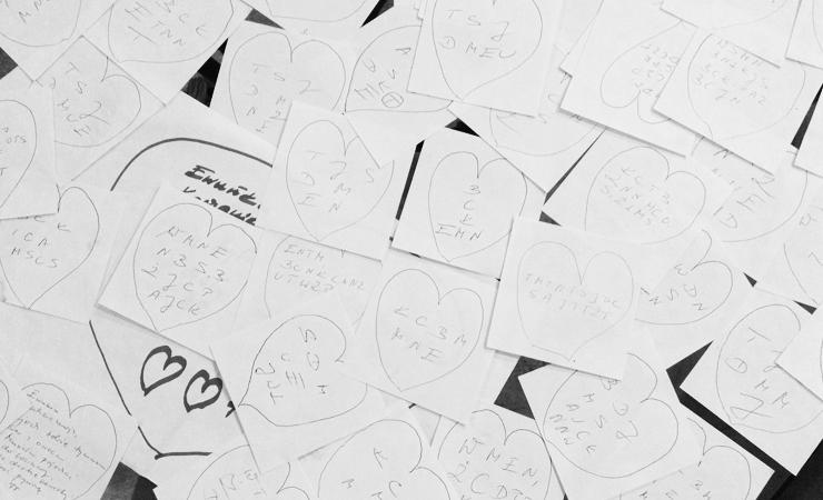 Karteczki z osobistymi wiadomościami stały się inspiracją do projektu.